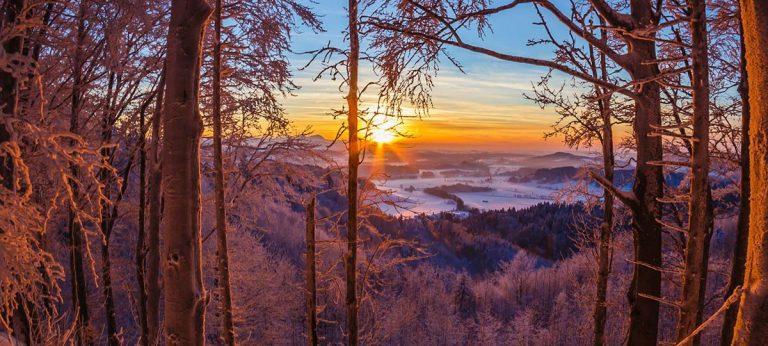 Sonnenuntergang im Schnne